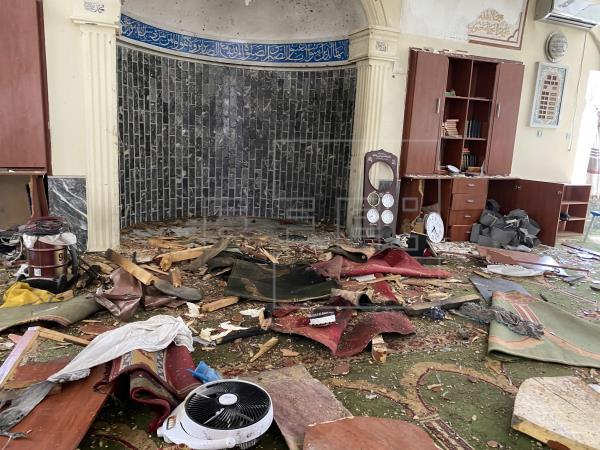 Estado de una mezquita en Kabul tras un atentado en su interior. Imagen: Agencia EFE