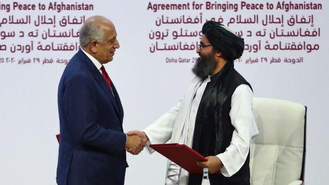 Firma en Doha del acuerdo de paz entre Estados Unidos y los talibán. Fuente: BBC