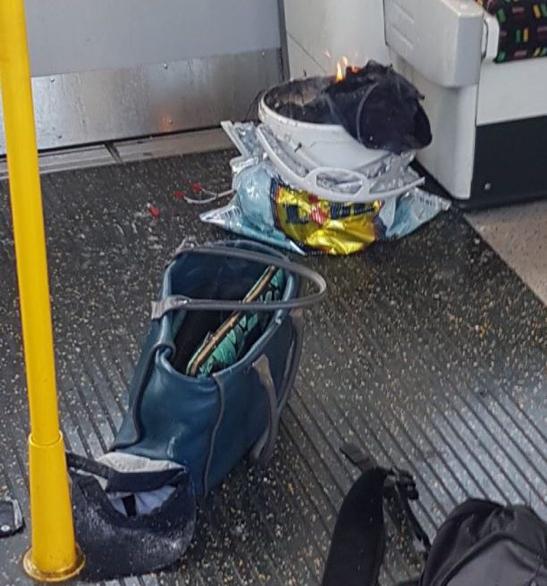 Imagen del artefacto explosivo improvisado colocado por Ahmed Hassan en un tren en Londres.