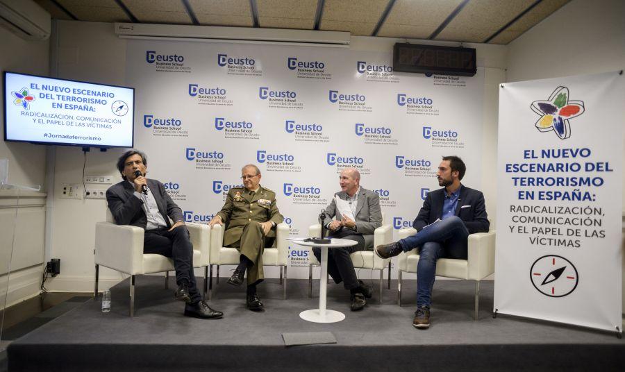 El periodista Arcadi Espada, el general Miguel Ángel Ballesteros, el periodista y moderador del debate Javier Marrodán, y el periodista Gonzalo Araluce.