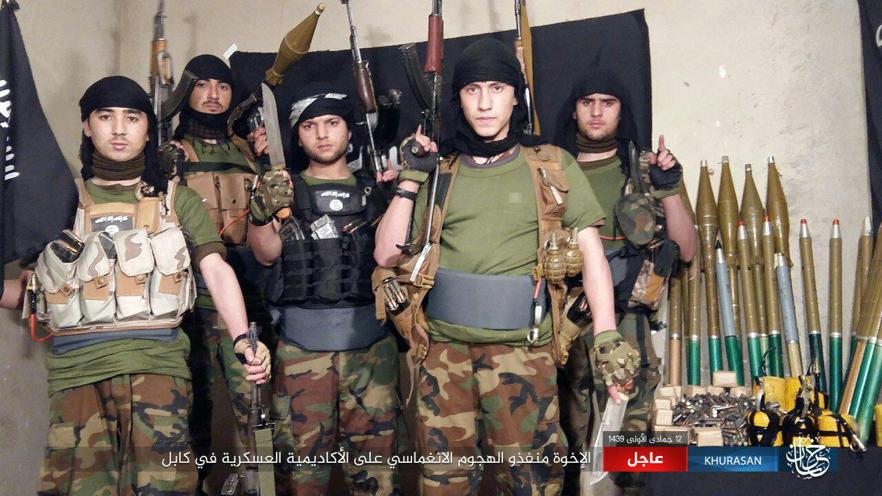 Miembros del comando del Dáesh que atentaron contra la academia militar afgana.