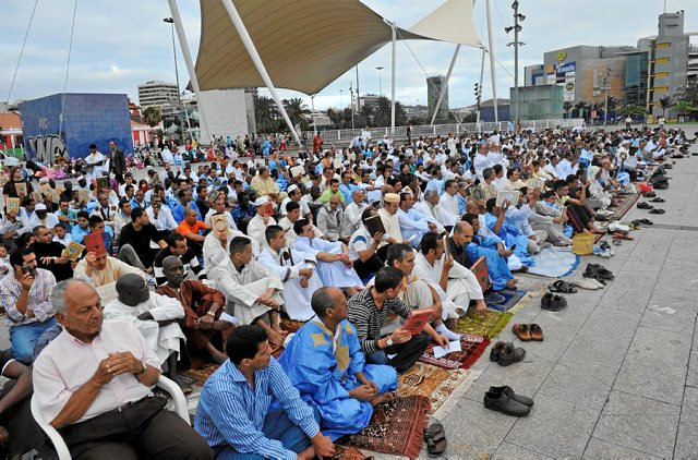 La comunidad musulmana celebra el fin del Ramadán en Las Palmas de Gran Canaria.