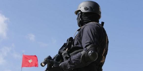 Miembro de la unidad antiterrorista marroquí en 2015. Fuente: Abdeljalil Bounhar/AP/SIPA.