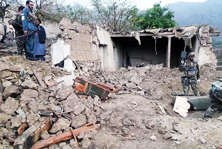 Estado en el quedó la mezquita de Nangarhar tras el atentado en el que murieron más de 60 personas. Fuente: TOLOnews.